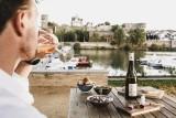 prendre-un-verre-de-vin-de-loire-avec-vue-sur-le-chateau-d-angers-780793-797328