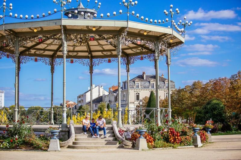 le-kiosque-du-jardin-du-mail-a-angers-copyright-les-conteurs-destination-angers-4699-1000px-928497